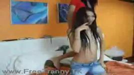 clip hot - hai nu sinh tap dance tren giuong - v.a