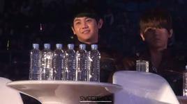 yoseob choi voi chai nuoc @ 2011 melon music awards - yo seob (beast)