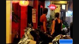 angela phuong trinh dien do khoe tron vong 1 di club luc nua dem - v.a