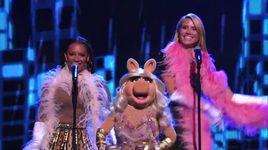 heidi klum, mel b and miss piggy sing it's raining men (america's got talent 2014 - semifinals) - heidi klum, mel b and miss piggy - v.a