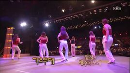 men is suppose to be right next to his women (141117 gayo stage) - hong jin young