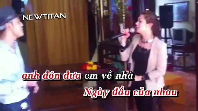 Ai Khổ Vì Ai (Karaoke)