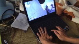 thanh nien choi truy kich bang laptop khong chuot - v.a