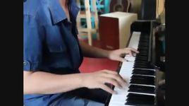 phat sot son tung danh piano doan nhac cua doi thu mtv ema vong chau a - son tung m-tp
