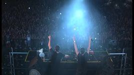 dimitri vegas & like mike in waterzonic thailand 2014 - dimitri vegas & like mike