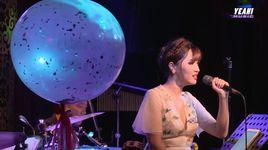 hoa thom buom luon - ngoi tua man thuyen (mini concert gui anh xa nho) - bich phuong