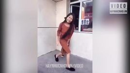 cuoi vo bung voi may thanh nien lay loi - v.a